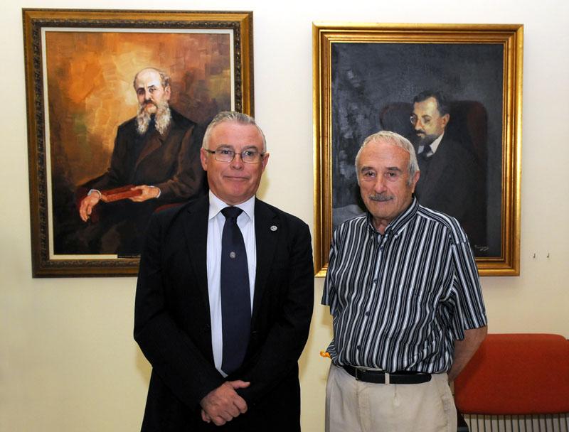 falgas y rector con retratos comisarios regios