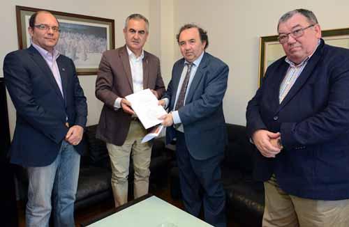 Encuentro informativo sobre/y entrega del 'Plan Plurianual de Financiación 2016-2020 UM'. Sede PSOE Murcia