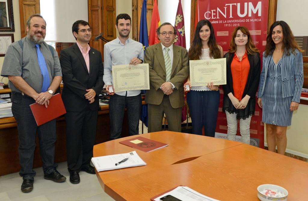 Alumnos premiados con el rector