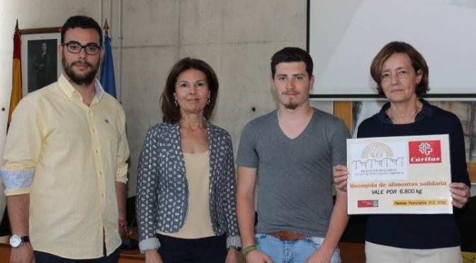 Los estudiantes de Económicas de la Universidad de Murcia recaudan dinero para el niño José Antonio Martínez