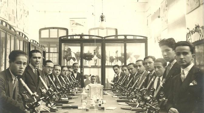 José Loustau con sus alumnos laboratorio del carmen