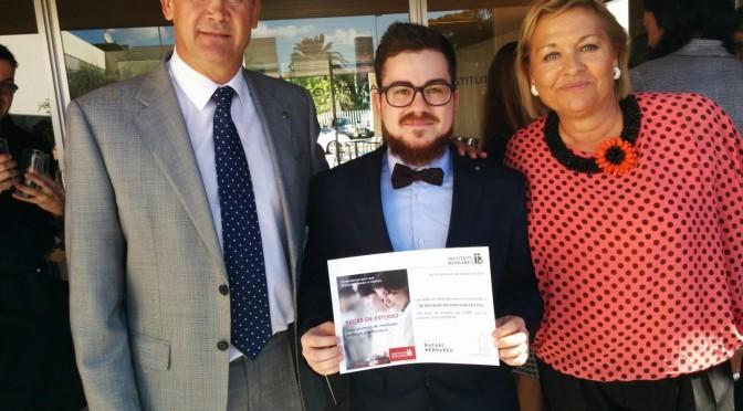 Un alumno de enfermería de la UMU consigue beca de la fundación rafael bernabeu de alicante