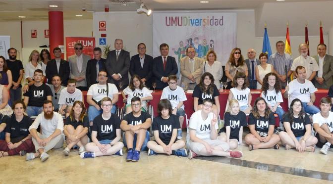 """estudiantes con discapacidad conocen la vida universitaria en el """"campus inclusivo"""" de la UMU"""