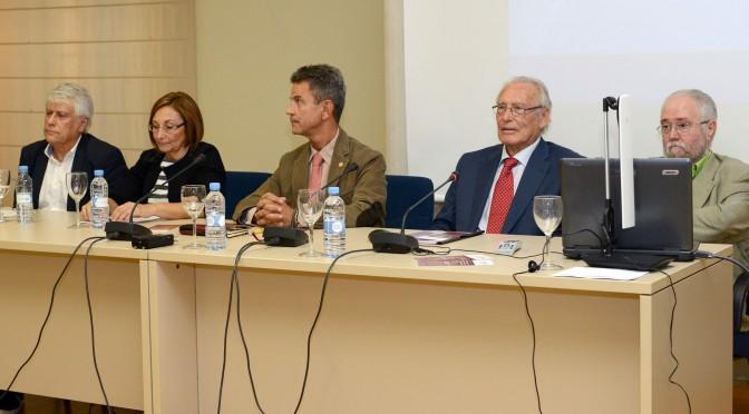 La universidad homenajea al arqueólogo de la necrópolis de El cigarralejo