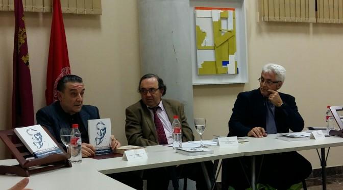 La última visita de Vargas Llosa a la UMU, en un libro