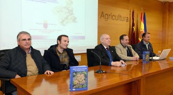 Publican un libro que identifica todos los árboles y arbustos autóctonos de la Región de Murcia