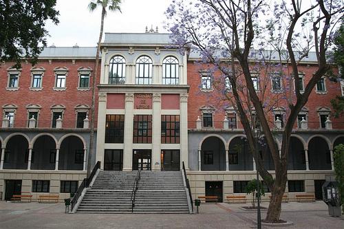 El escritor Luis Leante pronuncia hoy el pregón de las fiestas de la facultad de Letras