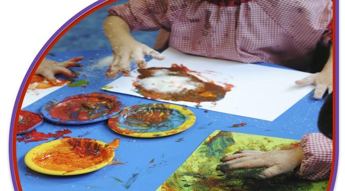El pintor José Lucas y el actor José Caride intervienen en una mesa redonda en la Facultad de Educación