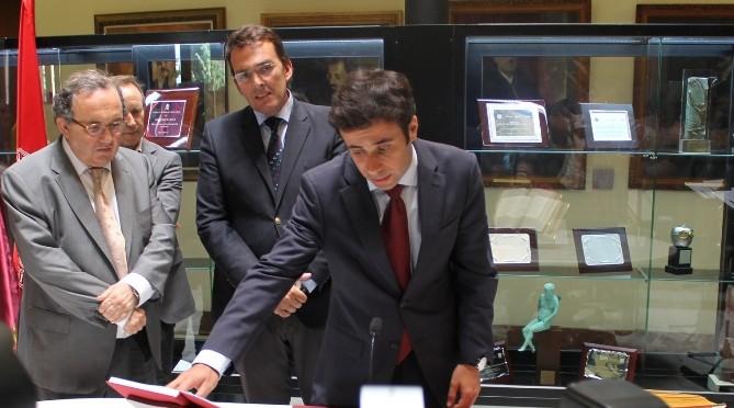 David Martínez toma posesión como nuevo gerente de la Universidad de Murcia