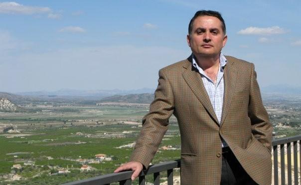 El escritor Pascual García gana el XV premio de Poesía Dionisia García-Universidad de Murcia