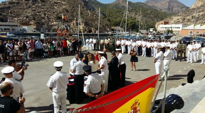 33 años de colaboración entre la Universidad de Murcia y la Armada, expresados en una placa