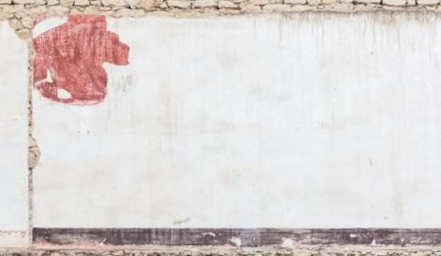 """La exposición """"Interiores"""", de Carlos Balsalobre, muestra las interioridades de viejos edificios en ruina"""