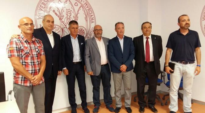 Coloquio entre entrenadores de fútbol en la Facultad de Ciencias del Deporte de San Javier