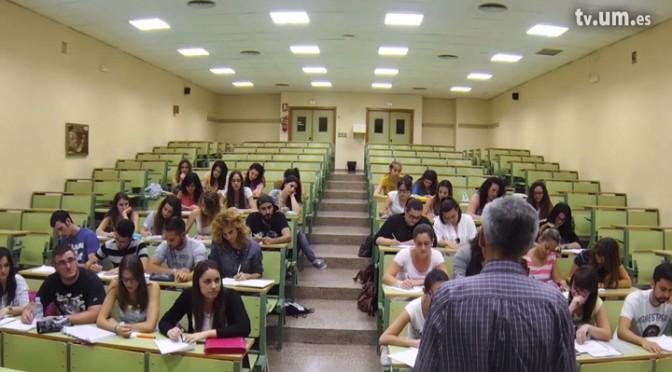 """El documental """"La memoria de las manos"""", producido por la UMU, gana el premio Cossío por recuperar la historia de los docentes"""