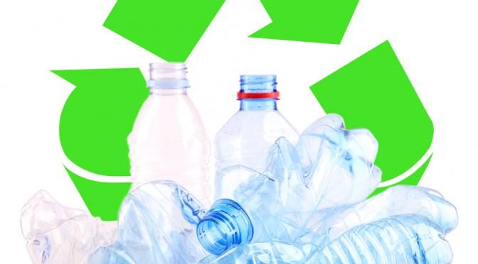 La Universidad de Murcia construirá un árbol de Navidad con botellas de plástico reutilizadas