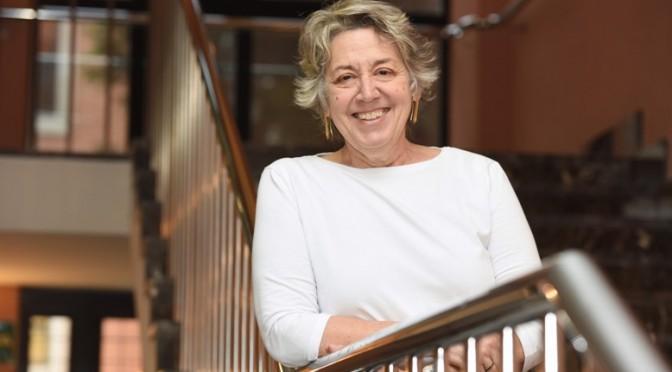 """""""Las enfermeras tenemos el compromiso profundo de estar en el foco del dolor"""" (Rosamaría Alberdi, doctora Honoris Causa por la UMU)"""