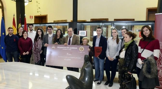 Los estudiantes de Letras de la UMU destinan la recaudación de su semana solidaria a la asociación Neri