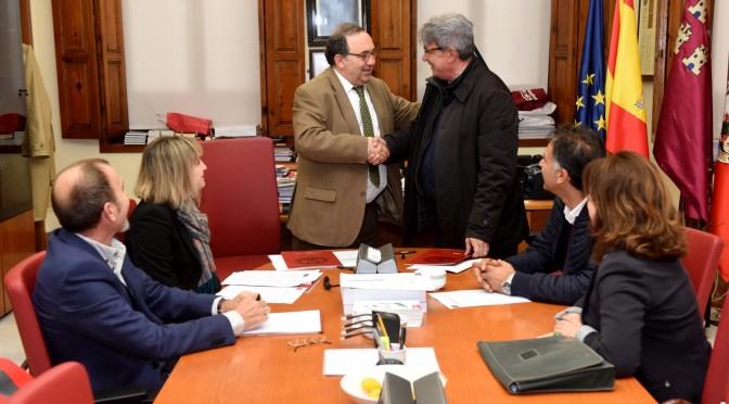 La  UMU realizará estudios sobre las tasas de pobreza y exclusión social en la Región de Murcia