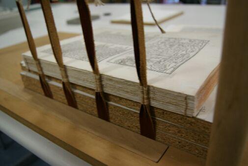 Un libro del siglo XVI de la UMU, se expone en el Museo de la Historia Europea de Bruselas