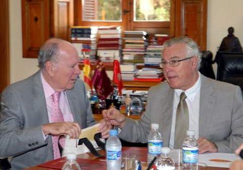 Los 5.000 libros de la biblioteca del embajador pardos, se integran en la UMU