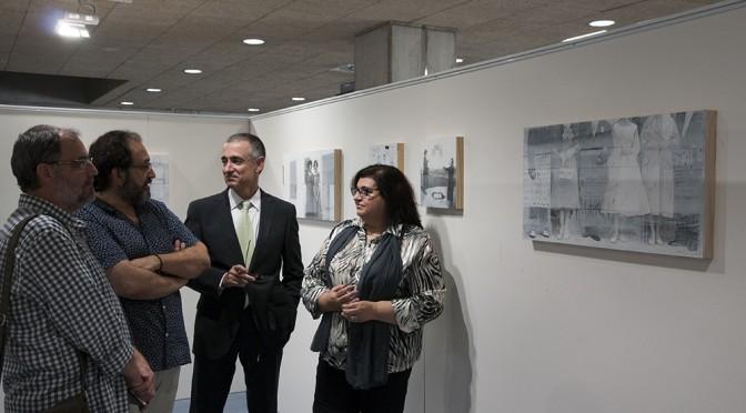 """La biblioteca de la UMU acoge la exposición de Antonio Gómez """"El reflejo de un fragmento"""""""