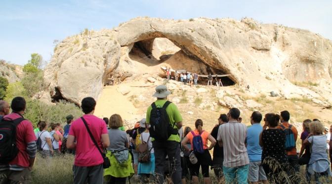 El Cañón de Almadenes y la Cueva del Arco de Cieza, son analizadas por cuatro arqueólogos en el Museo Arqueológico