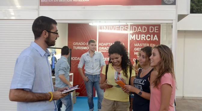 La Escuela de Turismo de la UMU se convierte en facultad