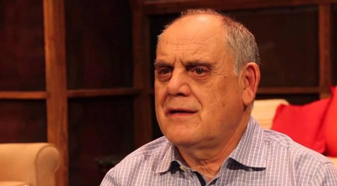 El profesor César Oliva dona a la UMU un importante fondo documental sobre Teatro Universitario