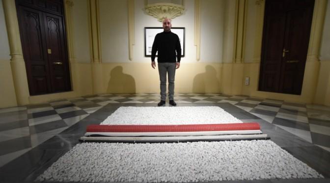 """Daniel Tejero expone en la UMU """"Arriba/Abajo"""", un juego de espejos sobre lo que se observa desde la azotea del Rectorado"""