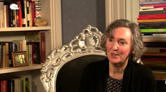 La escritora Menchu Gutiérrez presenta su última obra, un ensayo sobre la esencia del tiempo