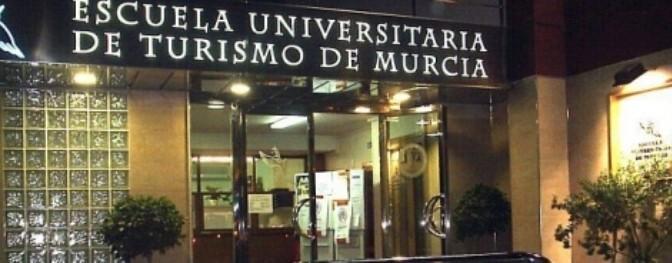 Estudiante de Turismo UMU gana el premio a la más emprendedora