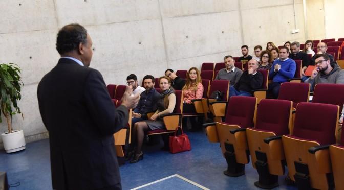 La UMU ofrece una conferencia sobre el turismo a nivel global, ámbito en el que España ocupa un puesto de liderazgo
