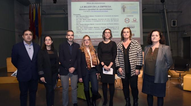 La Facultad de Economía dedica una mesa redonda a 'La mujer en la empresa'