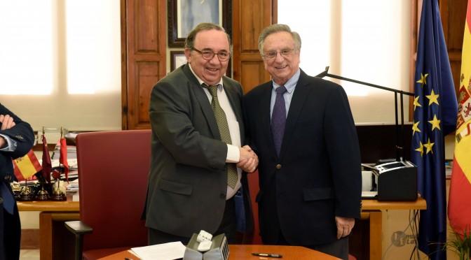 La UMU firma convenios de colaboración con Grupo Fuertes para la creación de dos cátedras