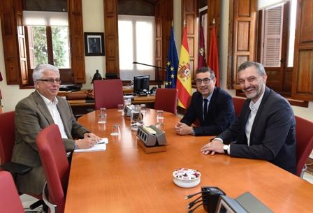 """El rector pide a Podemos y a todos los partidos de la Región """"que sean cómplices"""" de los proyectos de la UMU"""