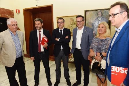 """El rector Luján ante representantes del PSOE regional: """"La UMU debe tener el apoyo institucional y económico que necesita"""""""