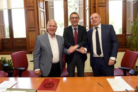 La Universidad de Murcia firma convenios para colaborar con personas con discapacidad