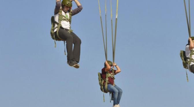 Últimas plazas para inscribirse en el curso de paracaidismo de la Universidad Internacional del Mar