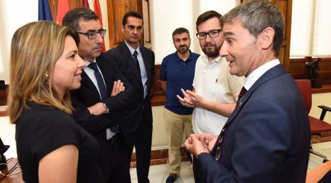 Los parques de Murcia tendrán pictogramas adaptados para niños con TEA gracias a la Cátedra de Autismo Obra Social La Caixa