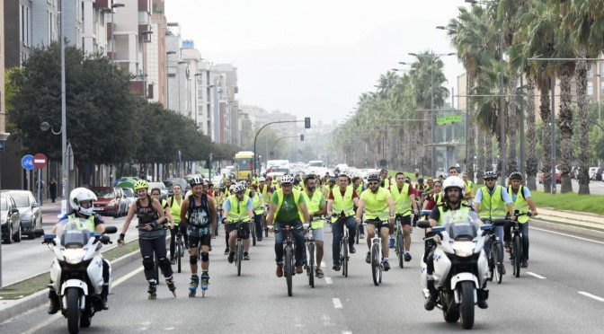 Un centenar de personas sube al Campus de Espinardo en bicicleta