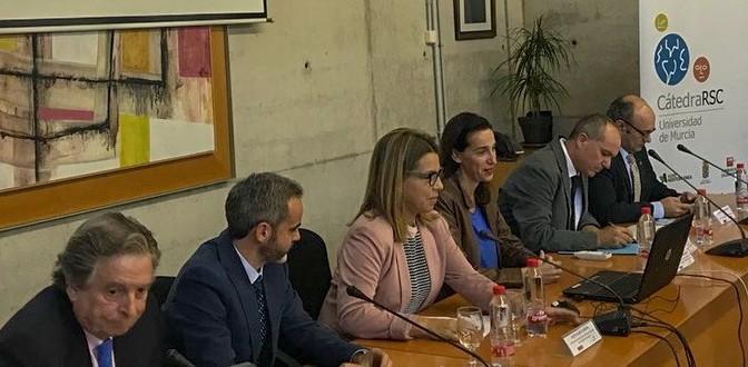 """""""La empresa será responsable o no será empresa"""" según Juan José Almagro en una charla ofrecida en la Universidad de Murcia"""