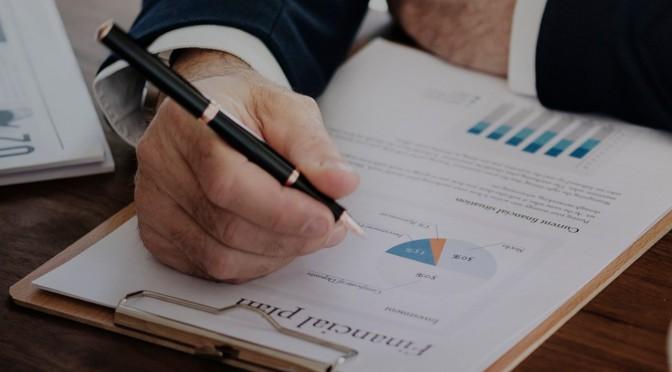 Dos profesores de la UMU coordinan un informe que asegura que elevar la calidad institucional de España haría crecer el PIB un 16%