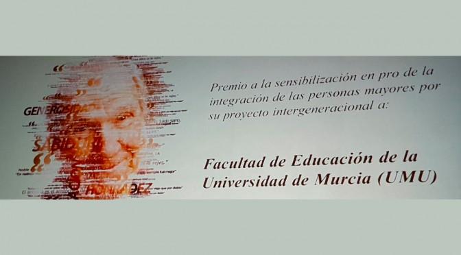 La facultad de Educación de la UMU recibe un premio por su sensibilización en la integración de las personas mayores
