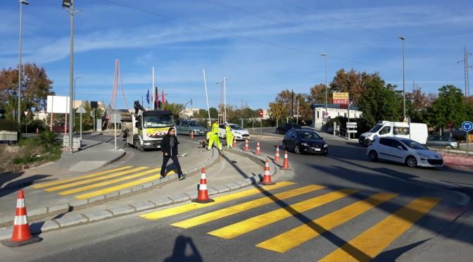 Carreteras instala un nuevo paso de cebra en el acceso Este al Campus de Espinardo
