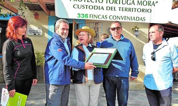 La asociación Acude entrega el Premio Tortuga Mora a la Convervación al grupo de investigación de Biología y Ecología de la UMU