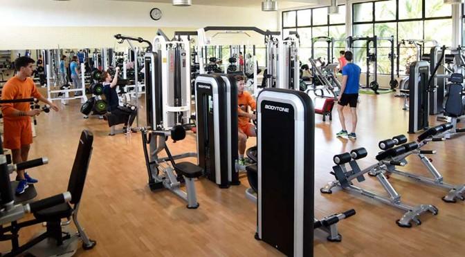 Casi un millar de personas ya aprovechan los precios reducidos de las instalaciones deportivas de la UMU