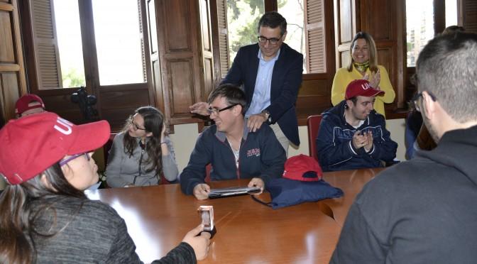 Estudiantes del programa inclusivo 'Todos somos campus' visitan el rectorado de la Universidad de Murcia