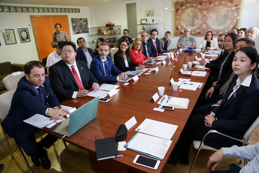 Firma del convenio. Foto: um.es