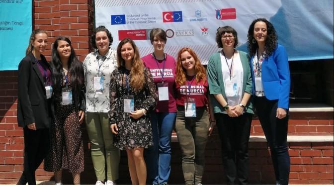 Siete alumnas de la UMU participan en Turquía en un proyecto sobre la infancia refugiada
