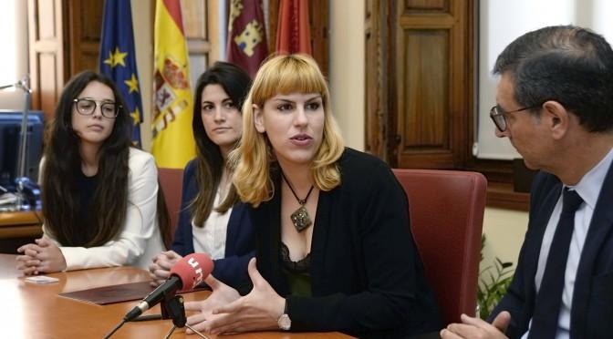 La Universidad de Murcia y la Asociación de Mujeres Jóvenes de Murcia 8 de marzo firman un convenio de voluntariado